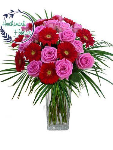 1 Dozen Pink Gerberas And Roses In A Vase
