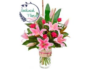 1 Dozen Pink Lilies And Roses In A Vase