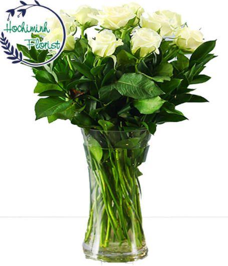 1 Dozen White Roses In A Vase