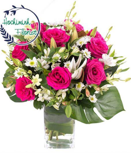 1 Dozen Pink Roses In A Vase