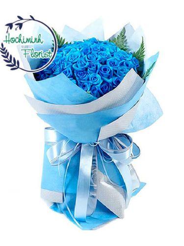 A bouquet 100 Blue Roses In A Bouquet