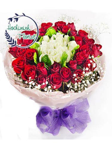 3 Dozen Mixed Roses In A Bouquet