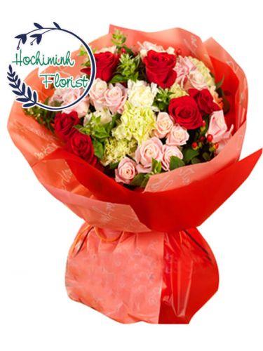 2 Dozen Mixed Roses in Bouquet